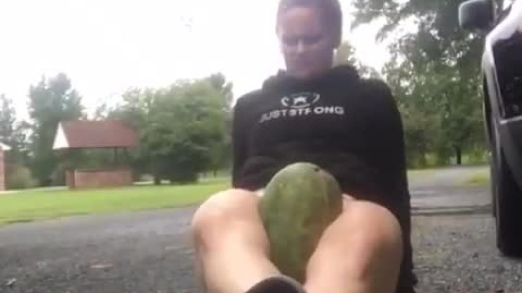 Girl crushes a watermelon between her THIGHS