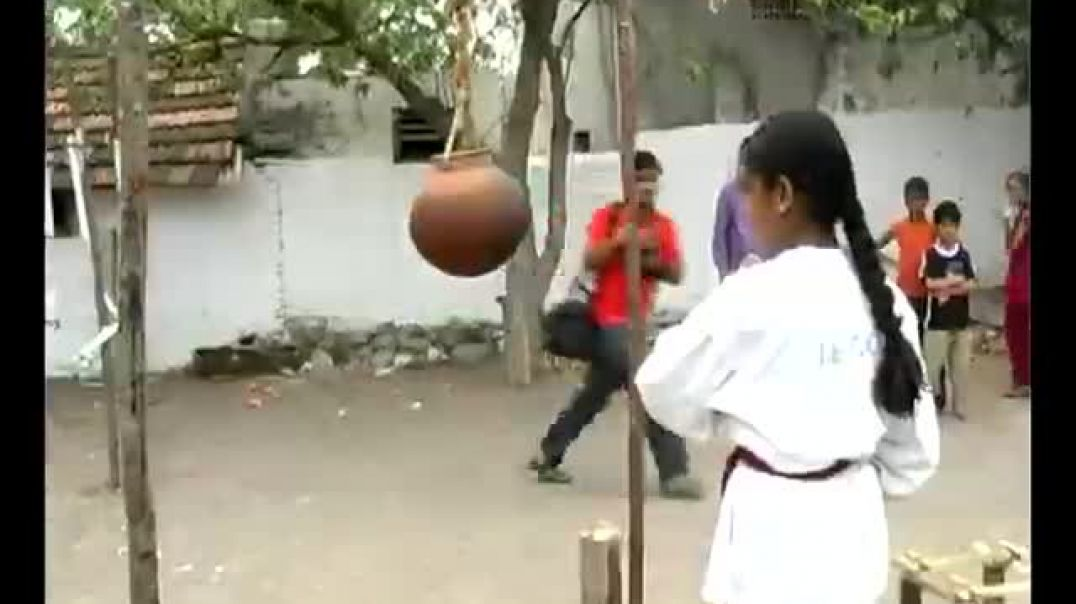 Karate girl Anjana breaks pots by punches, kicks and knees