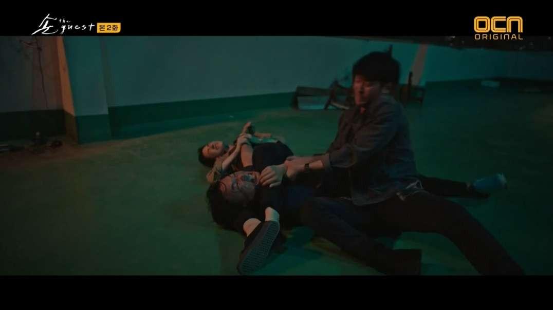 Fight & scissors in The Guest (2018)