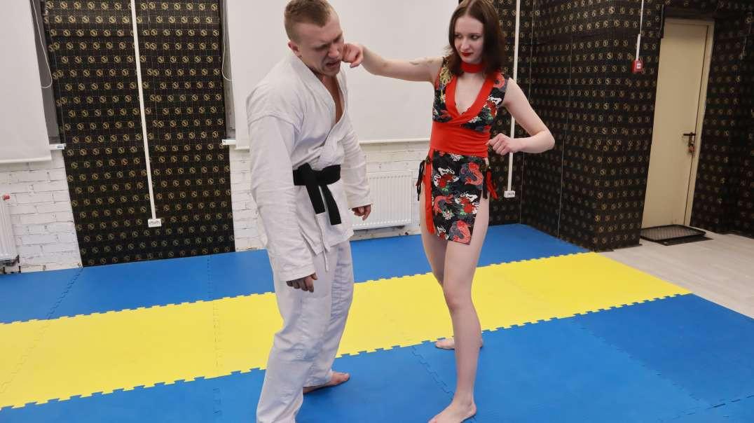Gwen challenges the champion